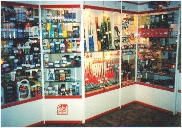 витрины в магазин автозапчасти, оборудование на заказ