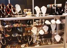 Прилавки и витрины для ювелирных магазинов и бижутерии